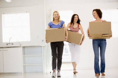 Three-Girls-Moving