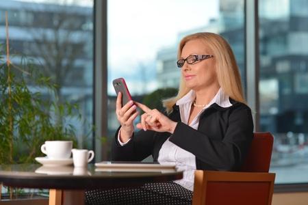 Woman_Affluent_Phone